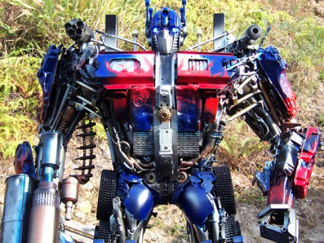 optimus-prime-sculpture-2